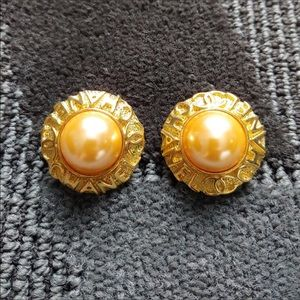 🌹3 for $20 🌹Chanel Gold/Pearl Earrings